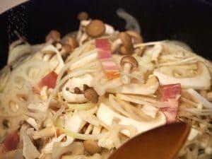 腸活レシピを料理中